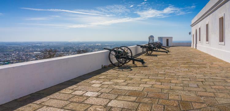 cañones en el cerro y fortaleza de montevideo