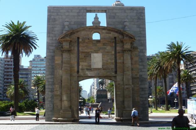 Puerta_Ciudadela_Montevideo_Uruguay