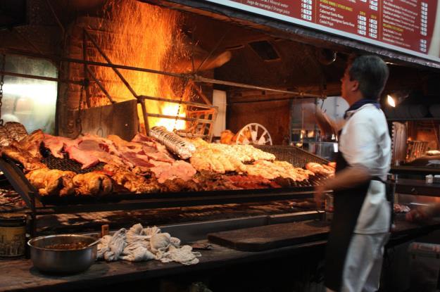 parrillada_mercado_del_puerto_montevideo_uruguay
