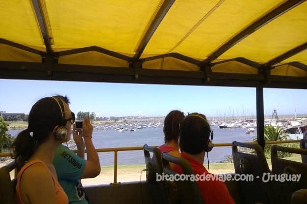 Puerto_de_Yates_del_Buceo_desde_el_bus_turistico_de_Montevideo