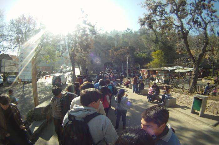 Al foooondo se ve la entrada al funicular