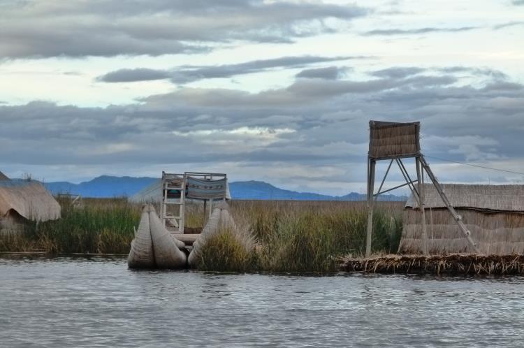 las islas flotantes de los uros desde el barco