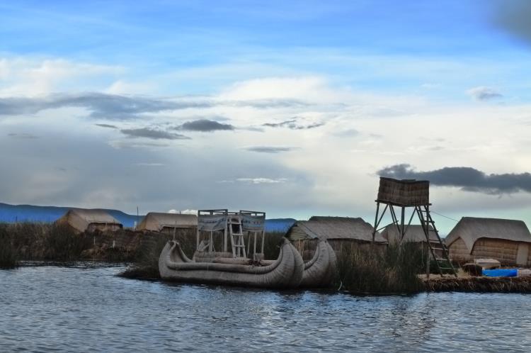 islas flotantes de los uros y sus barcos de totora