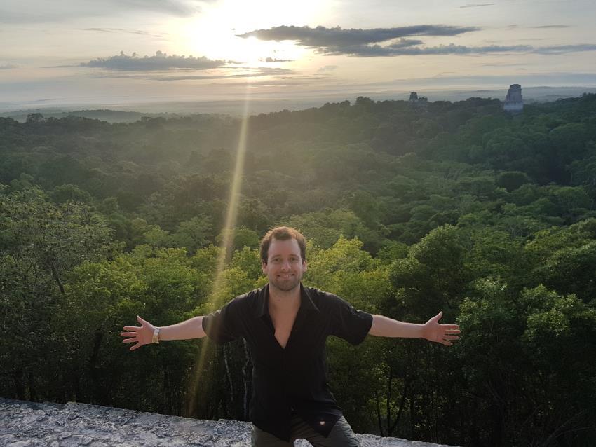 Amanecer en Tikal